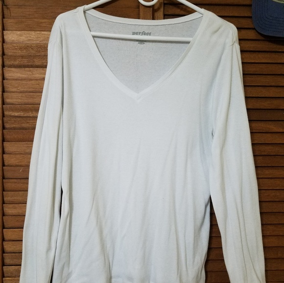 Old Navy Tops - Old Navy White V-Neck Long Sleeve Perfect